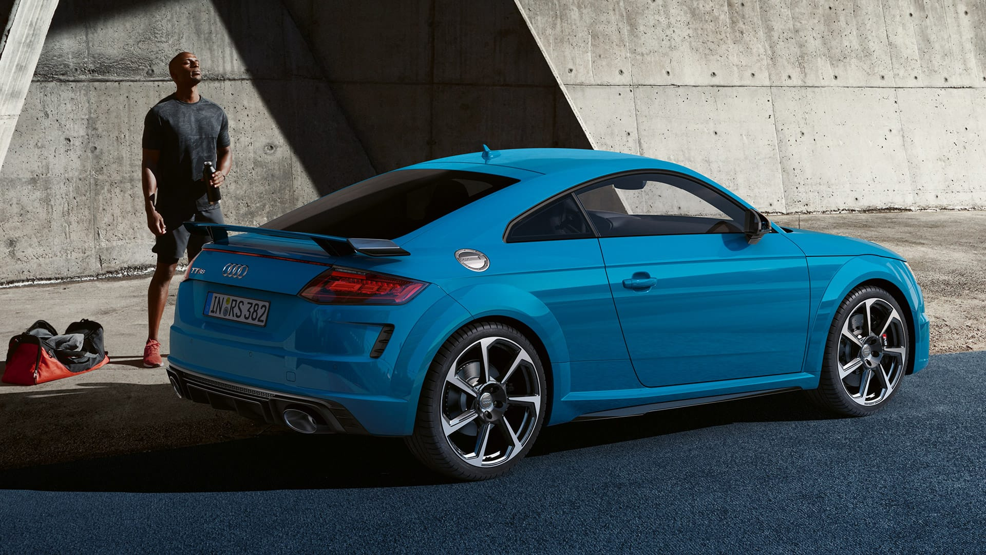 Side view Audi TT RS Coupé
