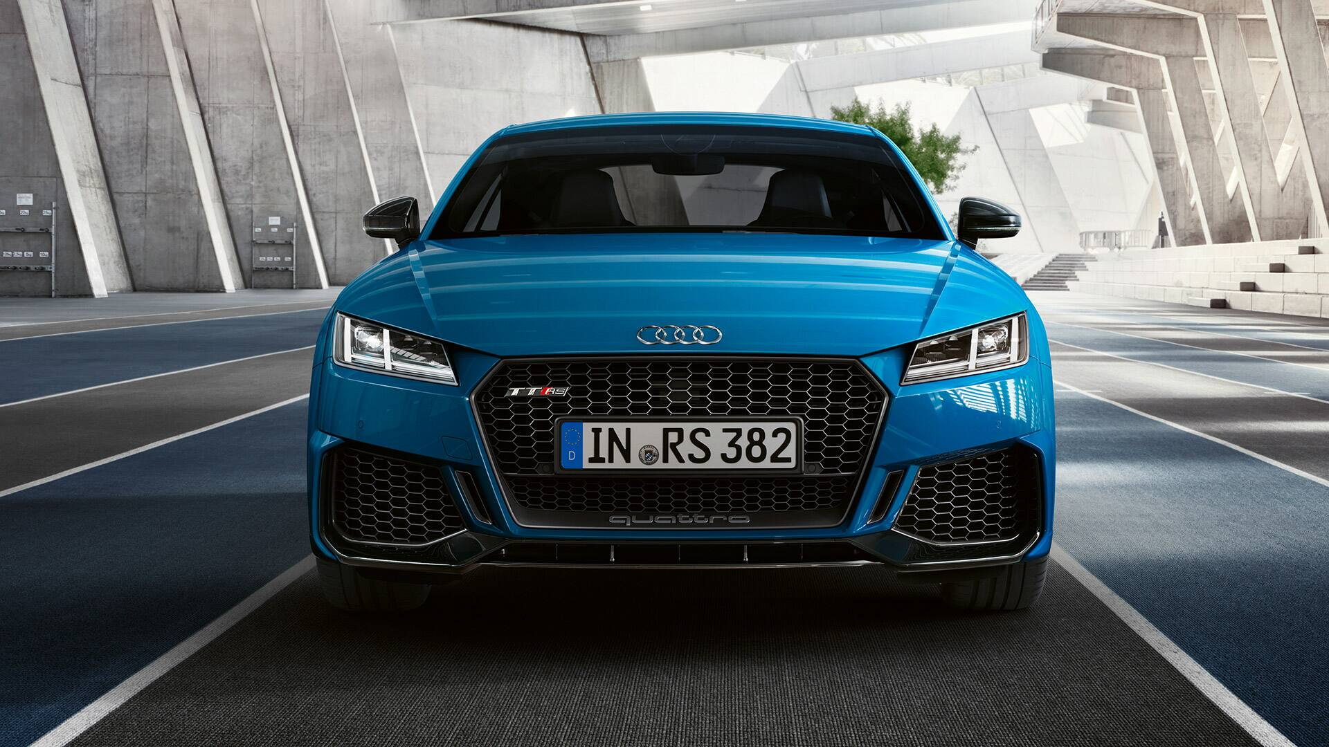 Front view Audi TT RS Coupé